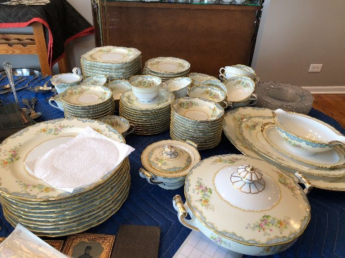Noritake Sommerset, covered casserole, 2 serving plates, gravy boat, cream and sugar, 12 fruit bowls, 9 cups, 12 saucers, 12 soup bowls, 23 desserts, 12 salad, 10 dinner,