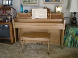 1950's Everett piano. Beautiful condition. Needs tuning.