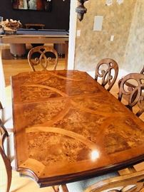 The top of the Thomasville Dining Room Table is beautiful.