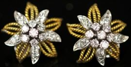 LADY'S DIAMOND 14KT GOLD EARRINGS