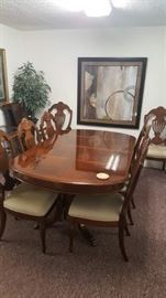 DIning Table with 8 chairs & Leafs