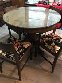 #2	round table w 4 chairs pedistal w claw feet 41x 31	 $175.00