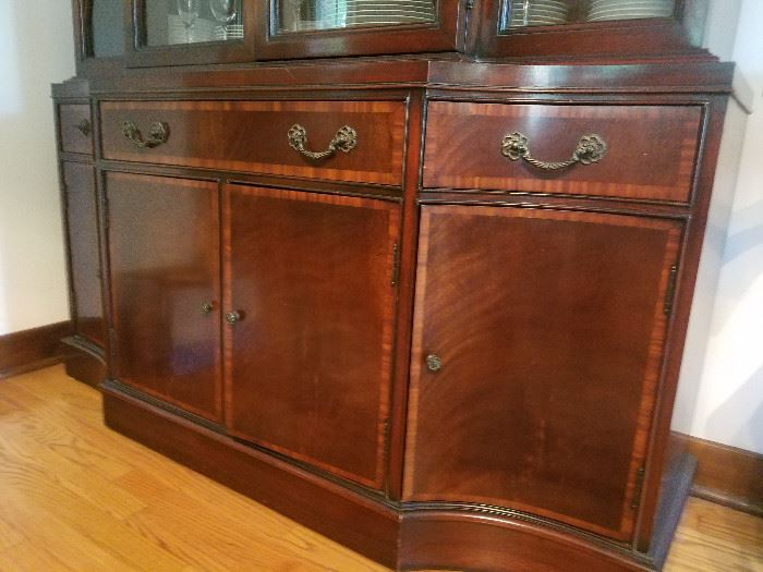 BREAKFRONT / CHINA CABINET