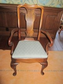 2 ARM CHAIRS FOR DINING ROOM TABLE