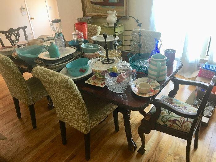 Collectibles, home decor & entertainment pieces