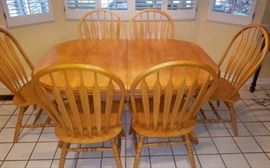 Solid oak dining table with (2 leaves) 6 chairs