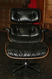 Eames rosewood & leather lounge chair & ottoman for Herman Miller with tags c.1970 in beautiful condition