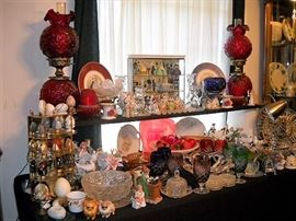 FENTON LAMPS, COLLECTORS EGGS, FRANKLIN MINT GONE WITH THE WIND CHARACTORS,