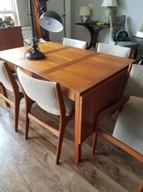Danish Modern Drop Leaf Dining Table by Vejle Stole Møbelfabrik