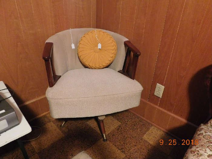 Nice Mid Century Modern Chair.