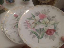 Set of 3 decorative floral plates!