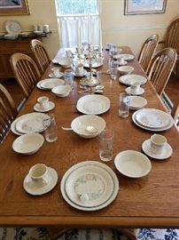 Bernhardt Dining Table w/ 8 Chairs 2 leaves & Pads