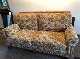 Very nice, clean sofa.
