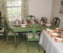 1940'S ANTIQUE TABLE AND 6 CHAIRS