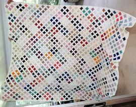 BEAUTIFUL HUGE EARLY COUNTRY QUILT