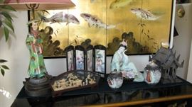 Beautiful Asian bar, antique porcelain lamp, miniature screen.