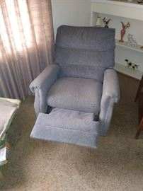 Midsize recliner