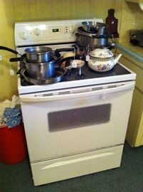 Electric stove, pots & pans