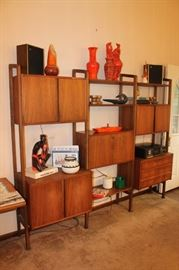 Mid century modern walnut wall unit in very nice condition, some minimal wear and tear