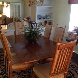 Drexel Dining Table w/6 Chairs, 1 Leaf, & Table Pads