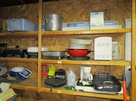 Lots of nice kitchen items