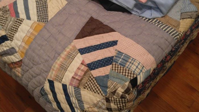 Many promo antique hand made quilts
