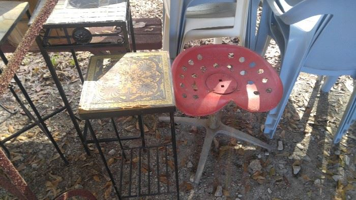 Tractor set stool