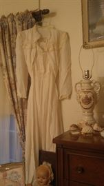 Vintage 1940's bridal night gown & robe