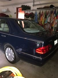 1999 Mercedes Benz E-Class E320 , Mi 125K - Navy Blue with Tan Leather Upholstery - all Maintenance Records Available - Very Very Nice Car !