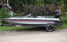 16 Bass Tracker boat