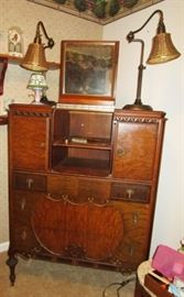 Antique chest of drawers w/ flip up mirror