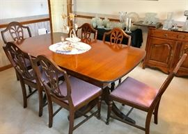 Elegant Sheridan style dining room table and 6 chairs