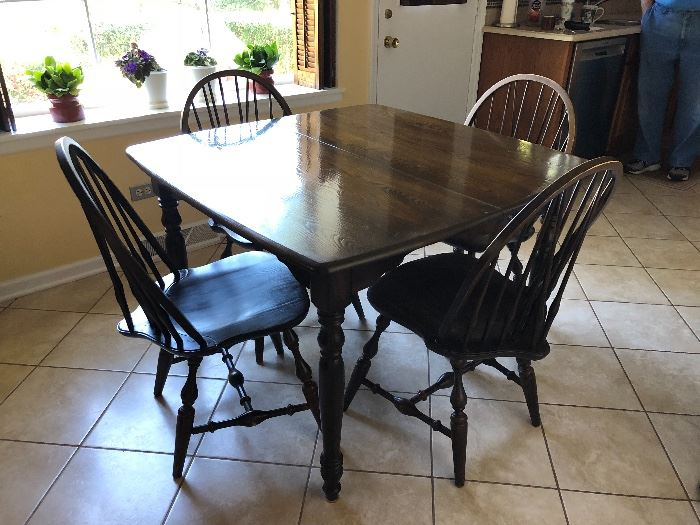 Nichols & Stone table, 4 chairs and 2 leaves