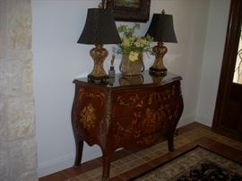 Entry Table once owned by (actress) Delta Burke