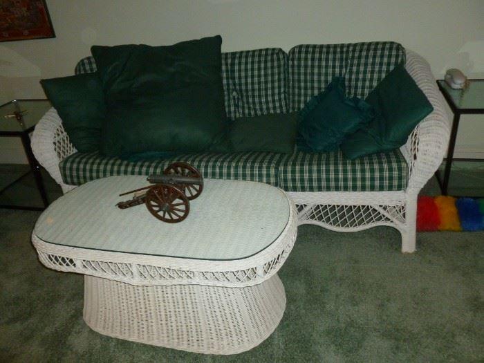 Quality Wicker Sofa & Coffee Table