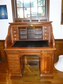 Roll-top desk