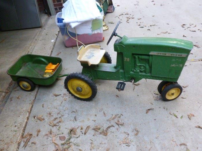 Vintage ERTL John Deere Tractor w/Wagon..SO COOL!