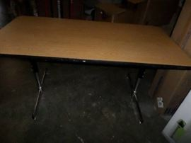 60 x 30 x 30 Office Table Adustable hieght.