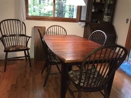 BEAUTIFUL Table and chairs.  From Palettes by Winesburg, Golden Fowler.