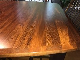 Excellant condition! BEAUTIFUL Table and chairs.  From Palettes by Winesburg, Golden Fowler.
