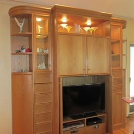 4 PC SOLID OAK WALL UNIT! NICE SIZE! NOT TOO LARGE!