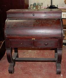 Vict. Cylinder Desk