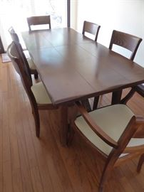 Dining table with 2 leaves and 6 chairs