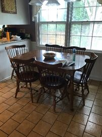 Ethan Allen table with 2 leaves and six chairs