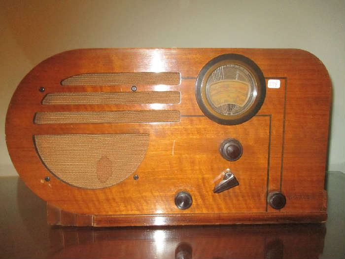 Antique table top radio