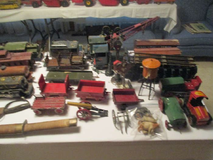 Antique toys, trains and other items'