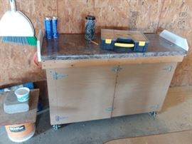 Chop saw stand on wheels