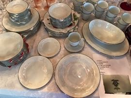 "Noritake ""Temptation"" 54 pieces"