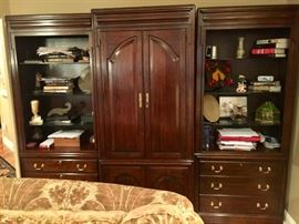 "14. Harden Mahogany 3 pc Wall Unit w/ Bar & Bookcase (102"" x 22"" x 80"")"