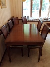 Ethan Allen dining room table with 2 leaves and 6 chairs